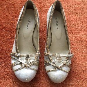 🐰Women's Bullboxer wedged heels, size 7